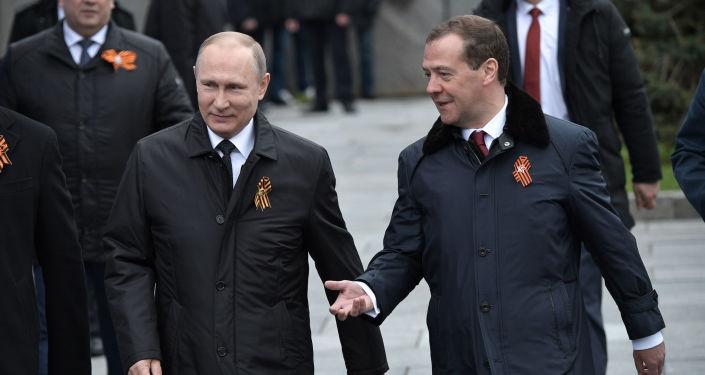 Prezident Ruska Vladimir Putin a předseda vlady Dmitrij Medvěděv