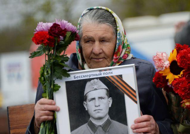 Účastnice akce nesmrtelný pluk v Moskvě