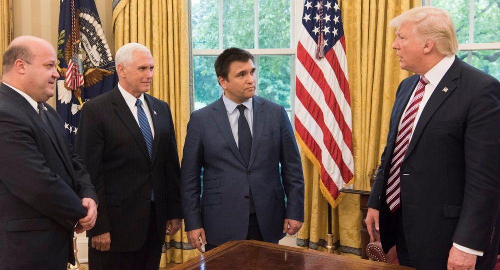 Vice-prezident Mike Pence, ukrajinský ministr zahraničí Pavel Klimkin a americký prezident Donald Trump