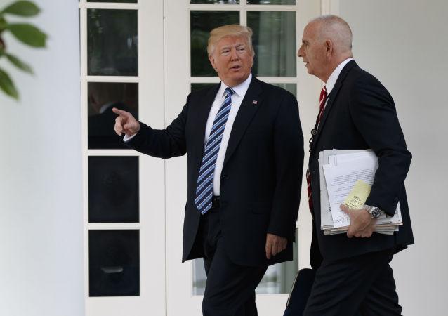 Donald Trump a osobní strážce prezidenta USA Keith Schiller