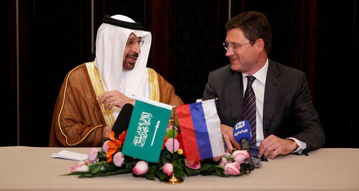 Ministři energetiky Alexandr Novak a Khalid Al-Falih