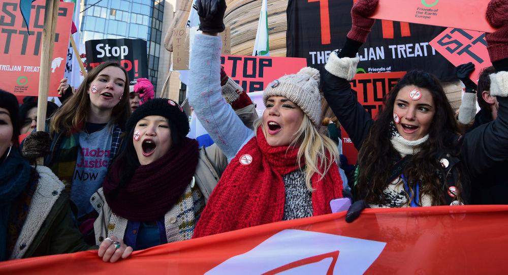 Demonstrace proti TTIP v Bruselu