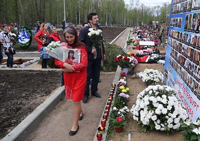 V Petrohradě pohřbili neidentifikované ostatky obětí katastrofy na Sinaji