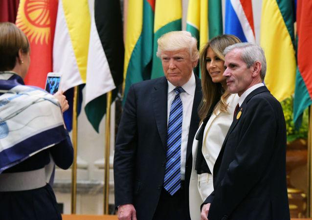 Prezident Donald Trump s manželkou během návštěvy Saúdské Arábie