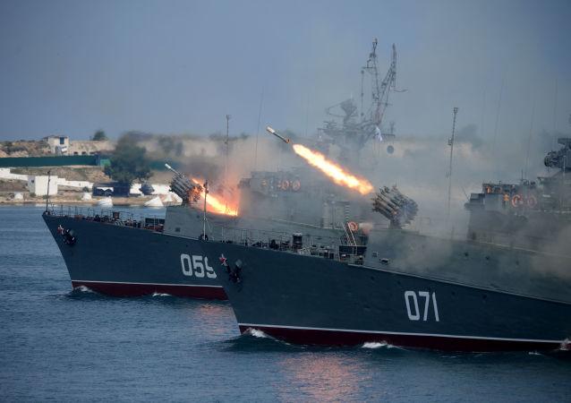 Během přehlídky v Sevastopolu