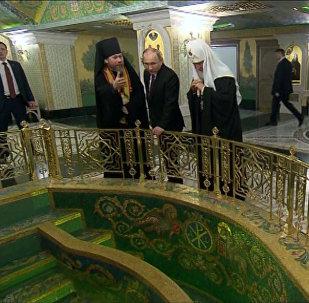 Putin navštívil chrám Sretěnského kláštera