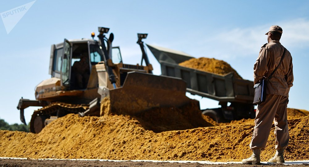 Práce na výstavbě železnice objíždějící Ukrajinu