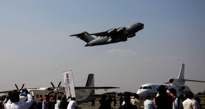 Americké vojenské nákladní letadlo C-17 Globalmaster