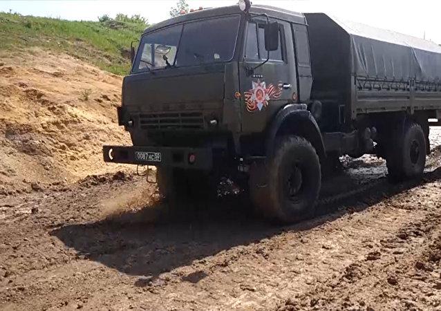 Dnes se v Rusku slaví Den vojenského automobilisty