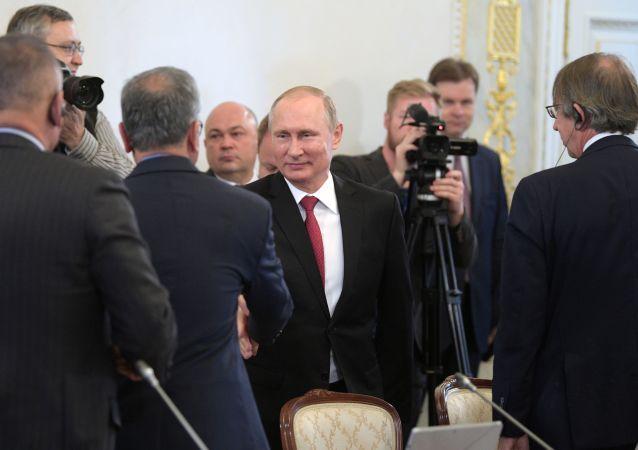 Ruský prezident Vladimir Putin provedl setkání s řediteli mezinárodních informačních agentur v rámci Petrohradského mezinárodního ekonomického fóra