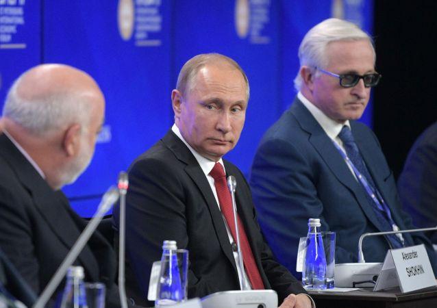 Vladimir Putin a další účastníci PMEF 2017