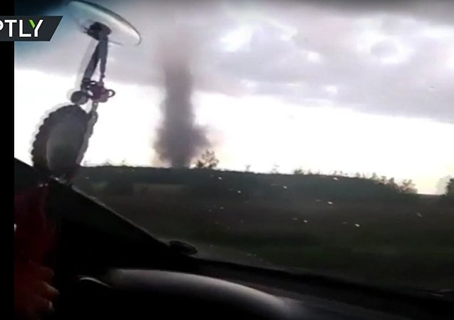 Tornádo zuří ve vesnici v Altajském kraji