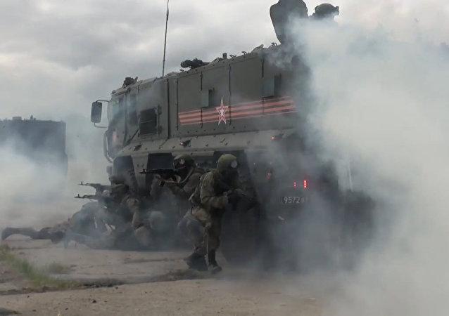 Cvičení jednotky rychlého nasazení s použitím obrněných vozidel Tajfun