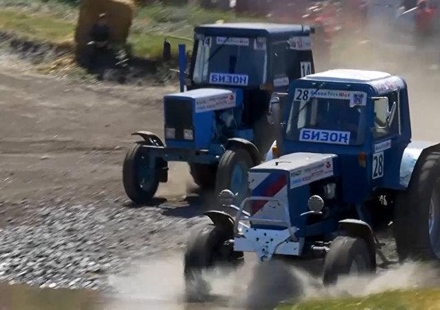 Ruská traktorová soutěž Bizon Track Show