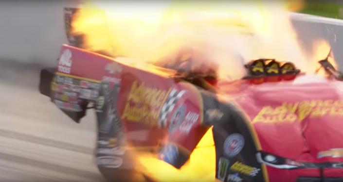 Závodní automobil vybuchl při rychlosti více než 500 kilometrů za hodinu