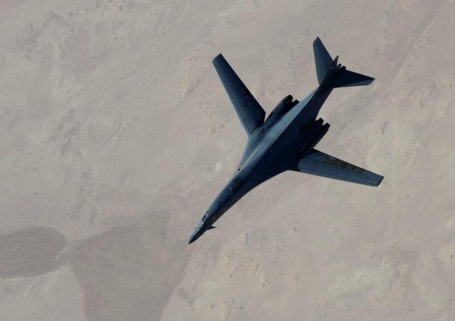 B-1B a KC-135