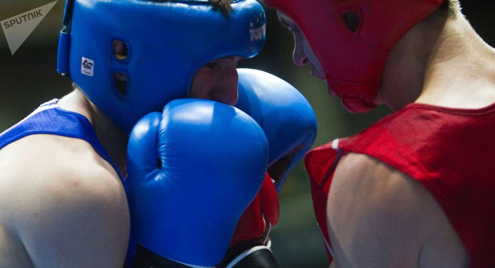 Ruský boxer Andrej Zamkovoj a ukrajinský boxer Taras Šelestjuk
