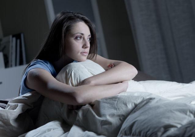 Dívka trpící nespavostí