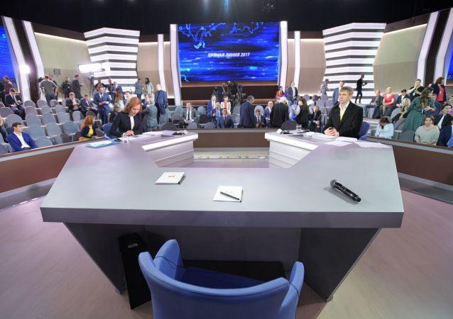 Před začátkem přímé linky s ruským prezidentem Vladimirem Putinem