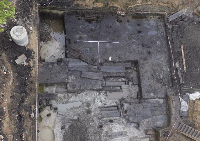 Vykopávky na místě stavby starobylého chrámu ve Vjazmě