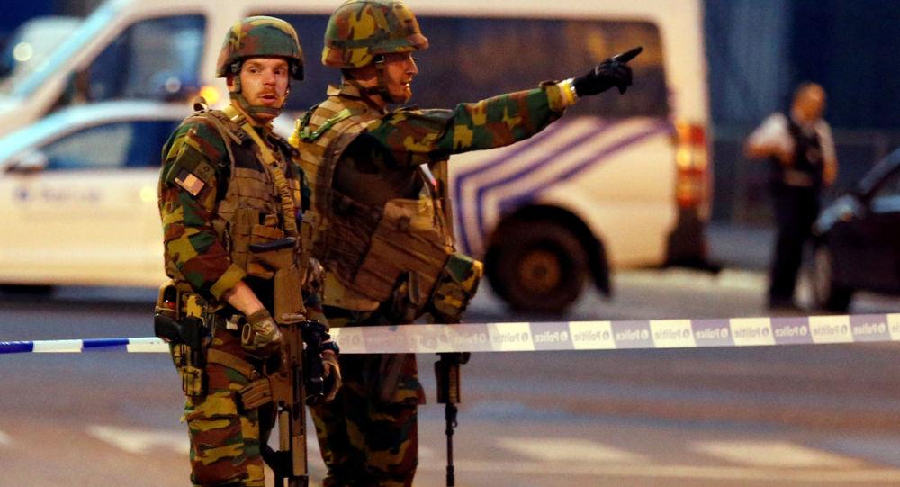 Belgičtí vojáci na místě teroristického útoku v Bruselu
