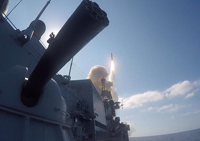 Ministerstvo obrany publikovalo video útoku raket Kalibr na pozice IS v Sýrii