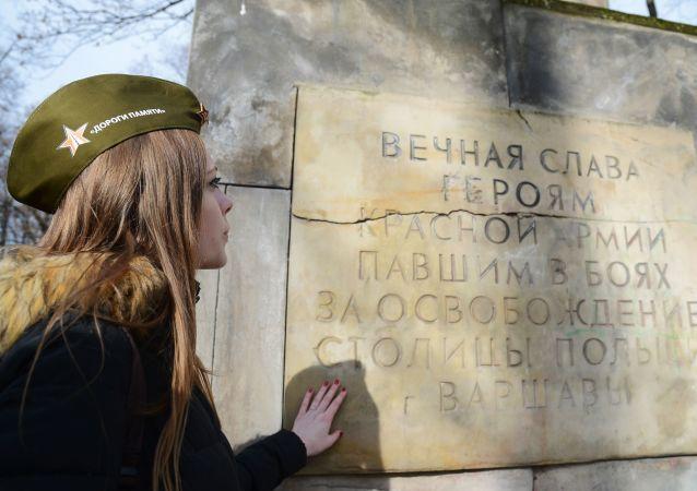 Památník sovětským vojákům ve Varšavě