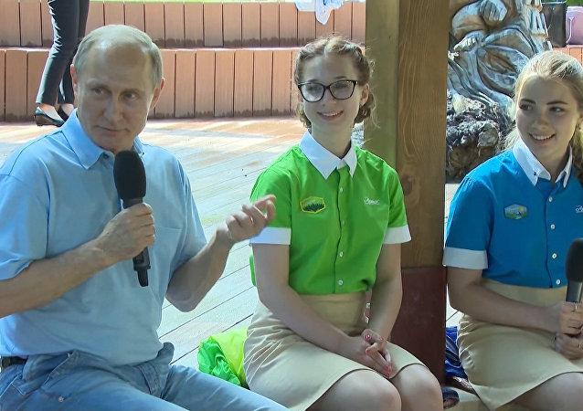 Putinův žert: Muškátový kámen si dávejte sami