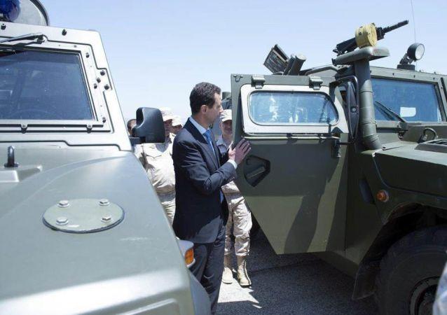 Syrský prezident Bašár Asad navštívil základnu ruských VKS Hmejmím. Archivní foto