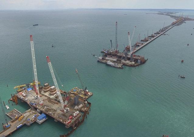 Hlavní konstrukční elementy silniční části Krymského mostu jsou hotové ze 70%