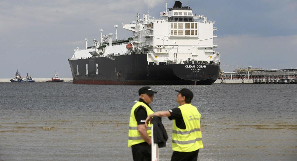 Tanker Clean Ocean s americkým zkapalněným plynem v Polsku