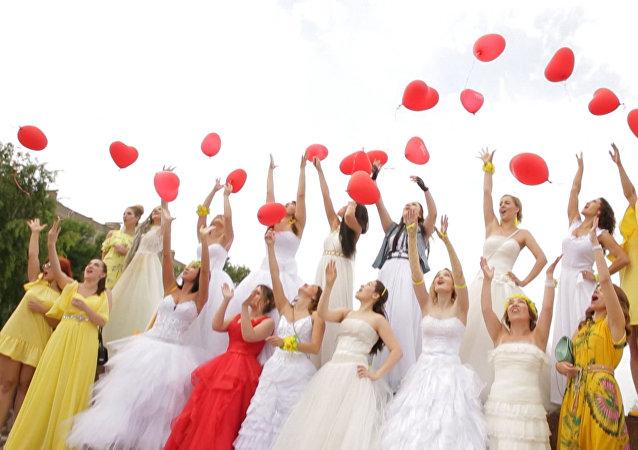 Já jsem nevěsta: Závod dívek ve svatebních šatech