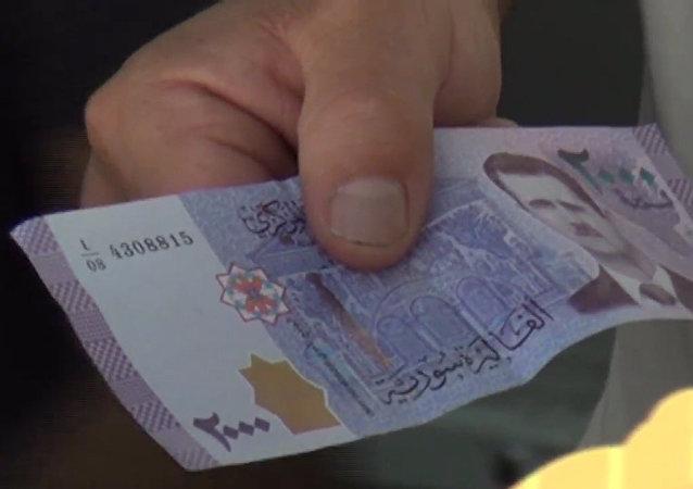 V Sýrii byly poprvé dány do oběhu nové bankovky s portrétem Bašára Asada