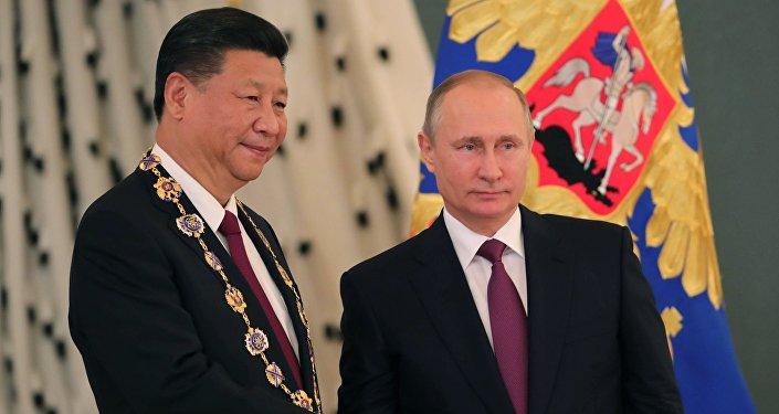 Ruský prezident Vladimir Putin s čínským lídrem Si Ťin-pchingem