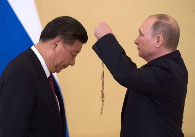 Ruský prezident Vladimir Putin s předsedou ČLR Si Ťin-pchingem