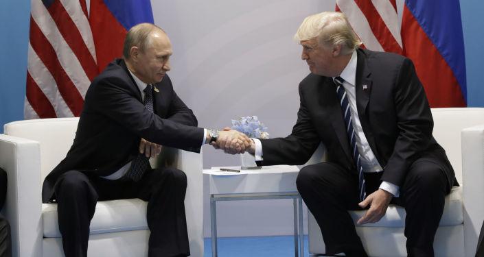 Schůzka Vladimira Putina s Donaldem Trumpem
