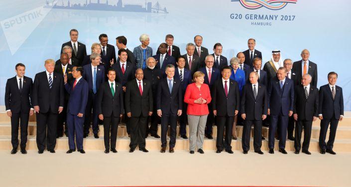 Společné fotografování účastníků G20 v Hamburku