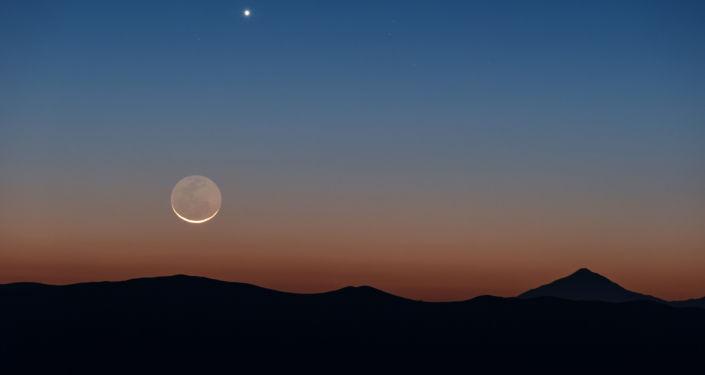 Foto Měsíce a Venuše