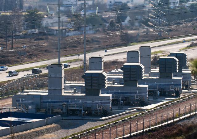 Čtyři mobilní elektrárny