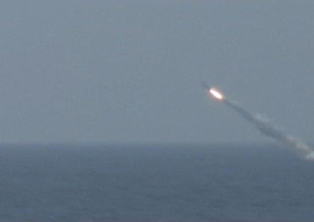 Na Kamčatce odpálila jaderná ponorka Tomsk okřídlenou raketu. Video