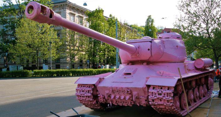 Růžový tank v Brno