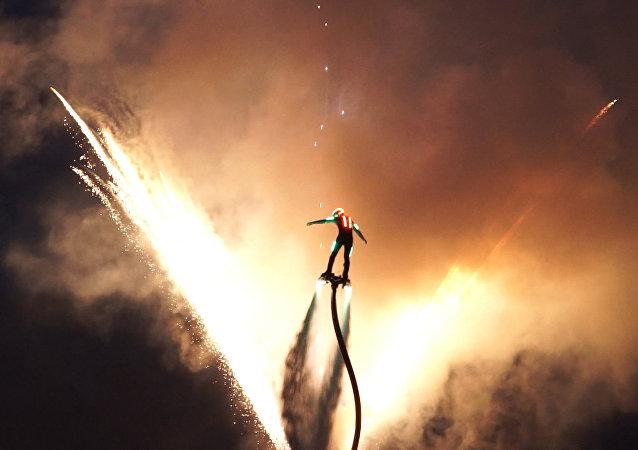 Magická show flyboardistů. Video