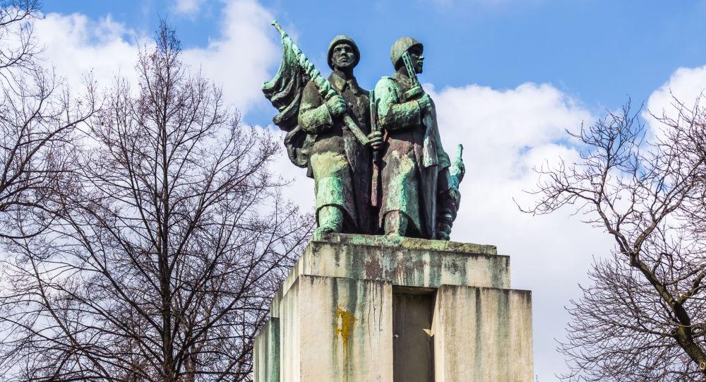 Pomník sovětským vojákům v Katovicích