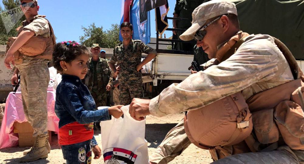 Ruské středisko pro usmíření znepřátelených stran dopravilo humanitární pomoc do syrské provincie Kunejtra