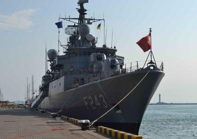 Lodě NATO kotví v Oděse