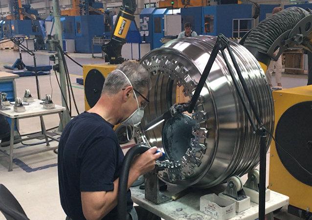 """Neveřejný podnik Saturn: Jak vyrábí """"srdce"""" ruských letadel"""