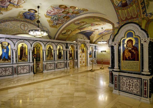 V létě roku 1929 byl chrám uzavřen, kříže a zvony byly sundány. Byl přestavěn na kino