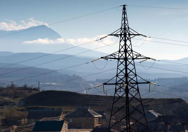 Elektrické vedení v obci Malinovka na Krymu