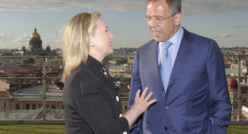 Ministr zahraničí Ruska Sergej Lavrov a bývalá ministryně zahraničí USA Hillary Clintonová v Petrohradě. Archivní foto