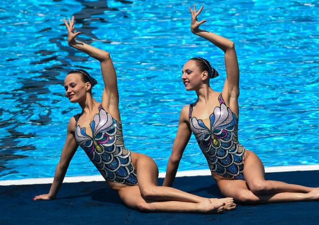 Úspěch ruské reprezentace v Budapešti: triumf synchronistek a vítězství plavců